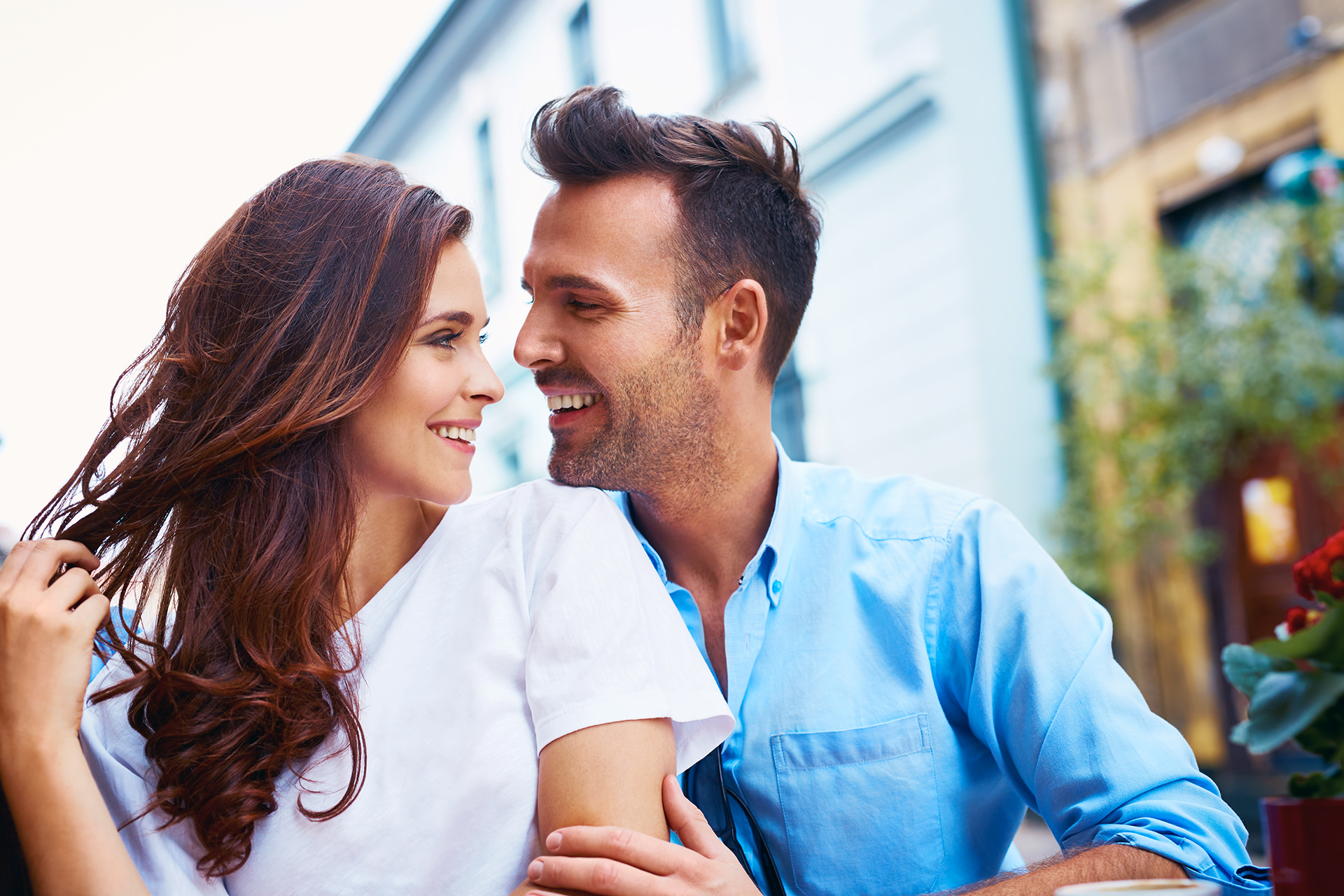 couple-smiling-home